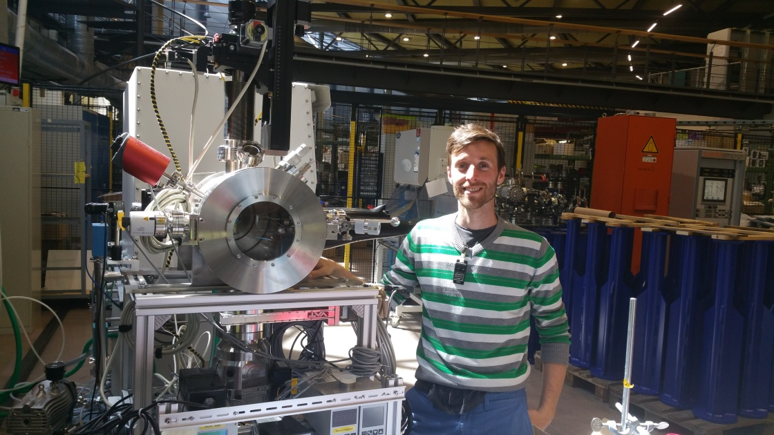 Dorian with his PhD-Project: a chamber for operando NAP-XPS measurements
