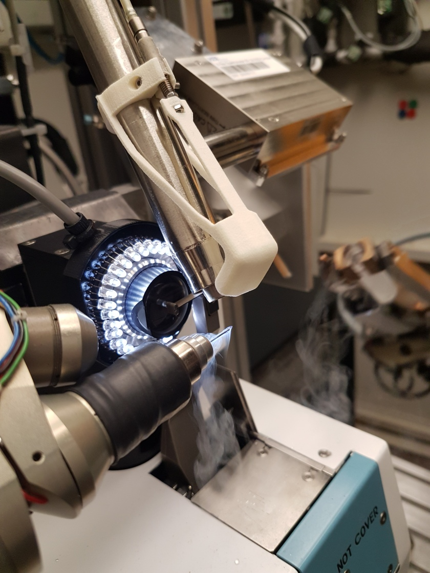 Protein crystals are analysed in the MX laboratory at BESSY II with hard X-rays.
