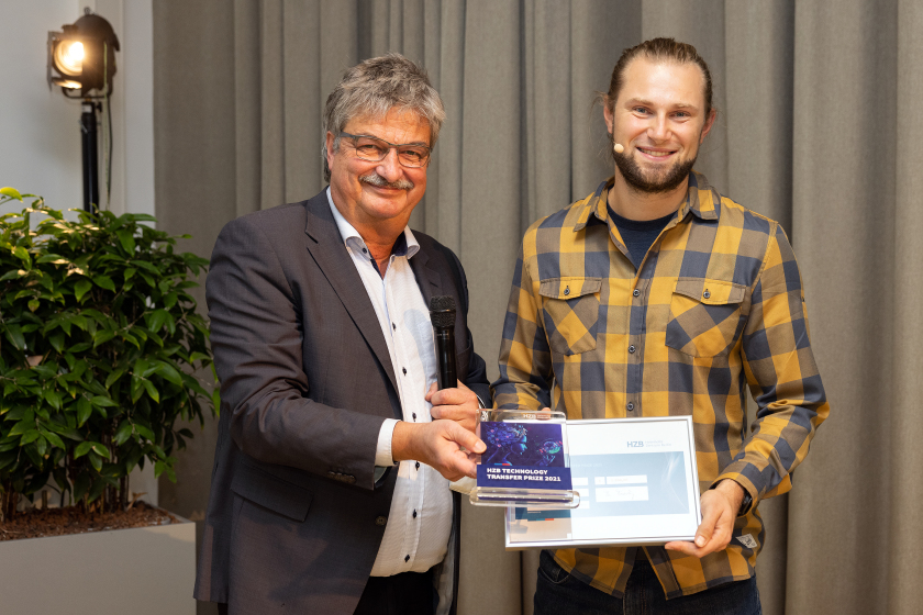 Maximilian Fleischer, speaker of the Industry Council and Tobias Henschel, Winner of the HZB Technology Transfer Preises 2021.