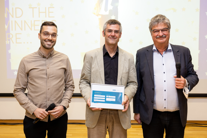 The winners of the Peter Wohlfart Prize: Lukas Kegelmann and Thomas Unold (from left) with Maximilian Fleischer, speaker of the industry council.