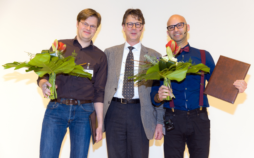 """Markus Ries (left) and Alex Manuel Frano Pereira (right) were awarded by Prof. Mathias Richter of """"HZB Circle of Friends"""" the Ernst-Eckhard Koch-Prize for their outstanding PhD-projects."""