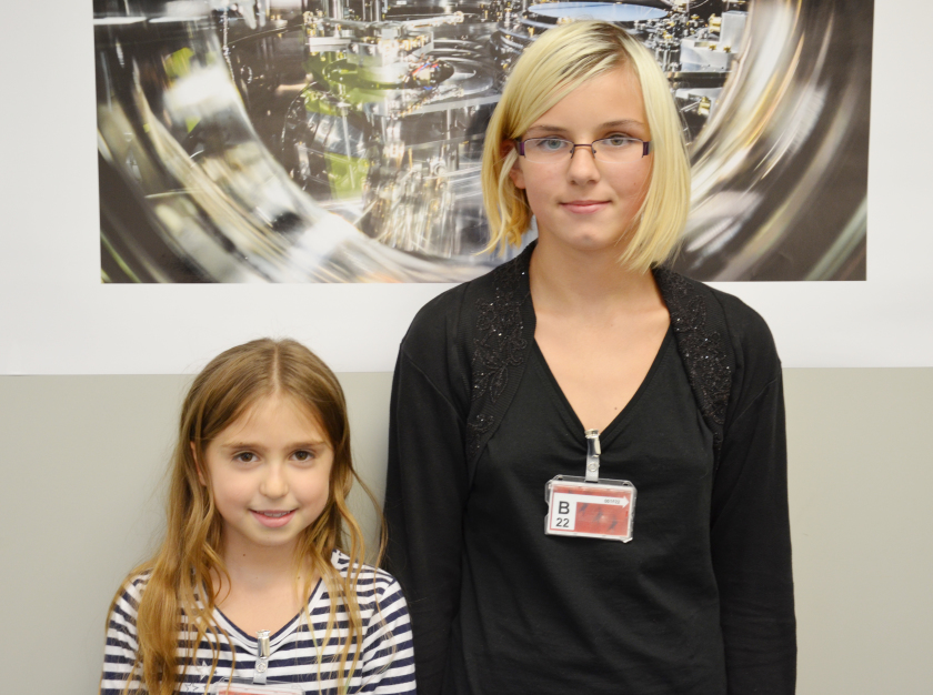 Eva (l.) and Kim (r.) told us what they like best about the Helmholtz-Day at HZB.