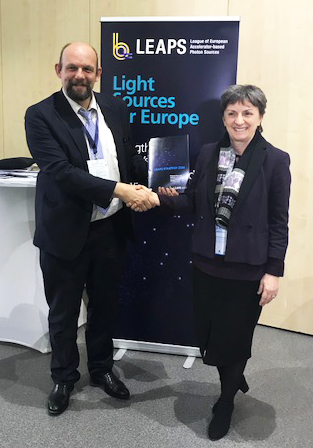 Dr. Caterina Biscari, Director of the ALBA Synchrotron in Spain and Vice Chair of LEAPS, presented the LEAPS Strategy 2030 to Jean-David Malo, Director, Directorate General Research and Innovation, European Commission.