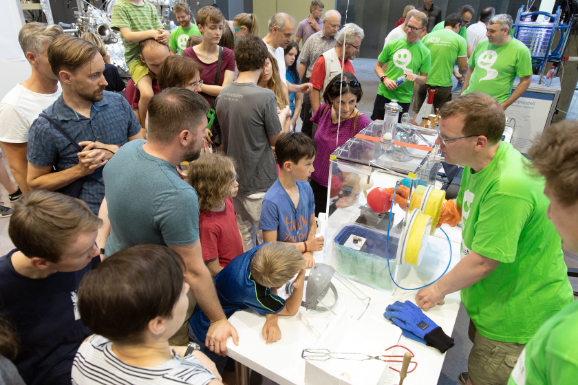 At cool corner there were experiments with liquid nitrogen.
