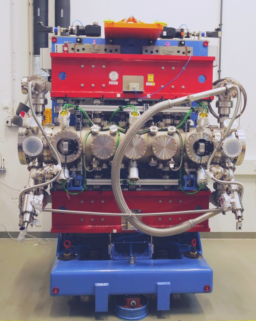 View of undulator CPMU17: The magnetic structures are hidden in a vacuum chamber.