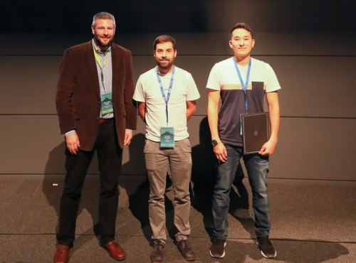 John Uhlrich, Editor-in-Chief at Wiley VCH presented an award to Quentin Jeangros, EPFL, and Eike Köhnen, HZB, for their outstanding posters (from left to right).