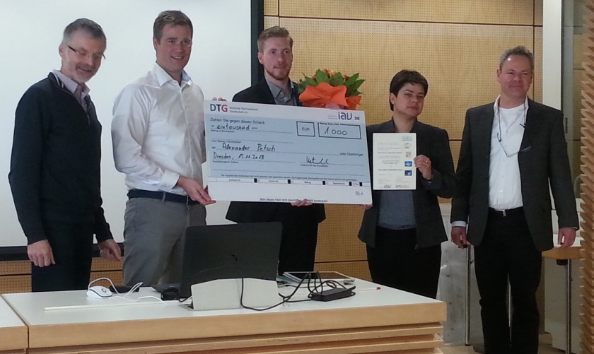 From left to right: The DTG board, Prof. E. Müller (DLR) and Dipl.-Ing. N. Katenbrink (company Quick-Ohm) present the Young Scientist Prize to Alexander Petsch (HZB), whose work was supervised by Dr. K. Fritsch and PD Dr. K. Habicht (both HZB).
