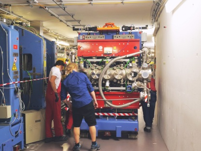 In September Bahrdt and team could insert the CPMU17 undulator in the storage ring in order to provide synchrotron light for EMIL.