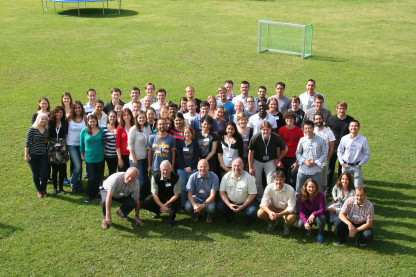 Learning in green surroundings: In 2014 the summer students came from all over the world to meet solar energy experts.