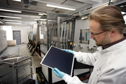 The funding will go towards optimising a co-evaporation process at PVcomB used for producing CIGS layers for thin-film solar cells. Photo: HZB