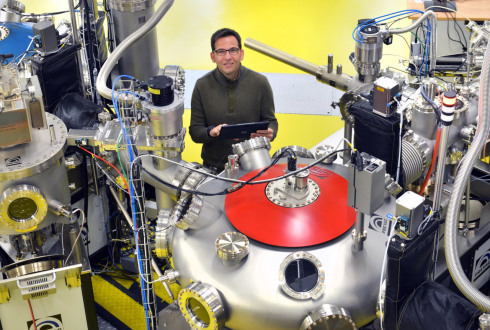 <p>Marcus Bär, here in EMIL lab at HZB, has accepted a professorship at FAU in South-Germany.</p>