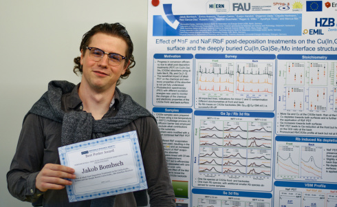 <p>Jakob Bombsch received an award for his poster on CIGSe absorbers at the spring meeting of the Materials Research Society.</p>