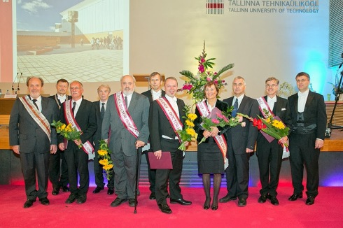 Prof. Hans-Werner Schock (3.f.l.) receives the honorary doctorate at University of Tallinn.