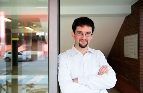 <p>Benjamin Rotenberg is a guest researcher at the HZB-Institute for Solar Fuels in 2018. Photo:CNRS/Cyril Fresillon</p>