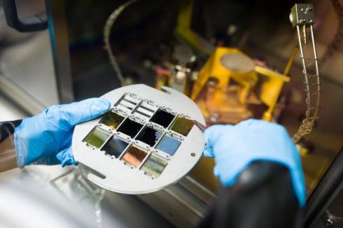 <p>Perovskite-based tandem solar cells can achieve now efficiencies better than 25%. Credit: HZB</p>