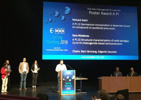 <p>PhD students Hannes Hempel and Sara Niedenzu have earned awards at the E-MRS 2018. </p> <p></p>