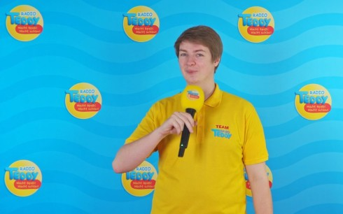 "<p>Radio TEDDY presenter Leo hosts the ""Experimentierkasten"" on air and explains everything very simply so that everyone can join in.</p>"