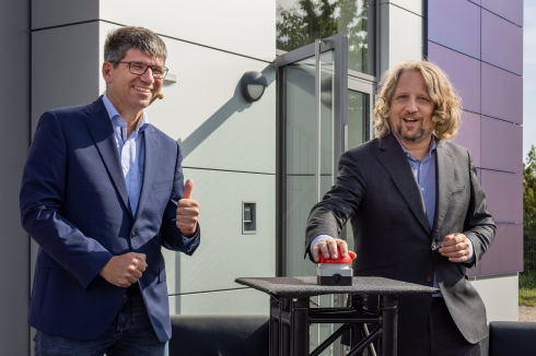 <p>Opened! Bernd Rech (l.) and Christian Rickerts (r.) pressed the symbolic red button to start the Real Lab in Adlershof on 6 September.</p>