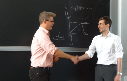 This photo shows to the right Markus Scholz with the president of the examination committee, Prof. Matias Bargheer, after the successful defense.