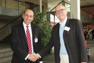 "<p>Prof. Dr. Emad Aziz is a professor at Freie Universit&auml;t Berlin and head of a research group at HZB. At the Bunsen-Tagung Dr. Peter Goelitz, Chief Editor of ""Angewandte Chemie"" congratulates him. Photo: E. Wille</p>"