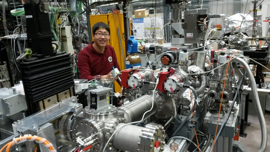 Lifei is happily working on soft XAS beamtime