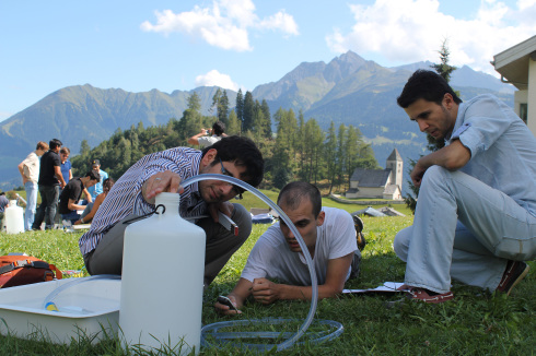 <p><em>ISU<sup>energy</sup></em> participants experimenting during a practical.</p>