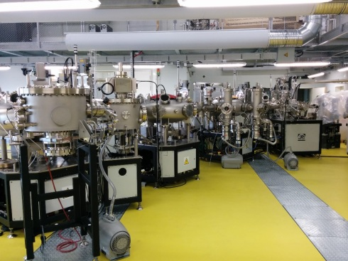 <p>Ultra-high vacuum system in the Energy Materials In-Situ Lab (EMIL) that will combine industry-relevant deposition tools with a suite of complementary advanced characterization methods. Credit: R.G. Wilks.</p>