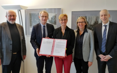 <p>Agreement signed: HZB and NCBJ agreed to transfer and rebuild three of HZB's neutron scattering instrumentsin 2019.</p>