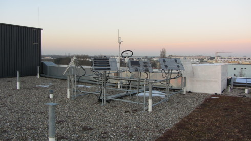 <p>The energy yields of CIGS modules under real world conditions can be measured on a outdoor testing platform at PVcomB. Credit: HZB</p>