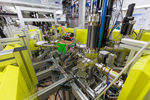 <p>A look into the lab where the components of the electron source were tested.</p>