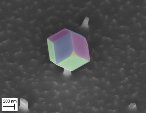 <p>The GaAs nanocrystal has been deposited on top of a silicon germanium needle, as shown by this SEM-image. The rhombic facets have been colored artificially. Image: S. Schmitt/HZB</p>